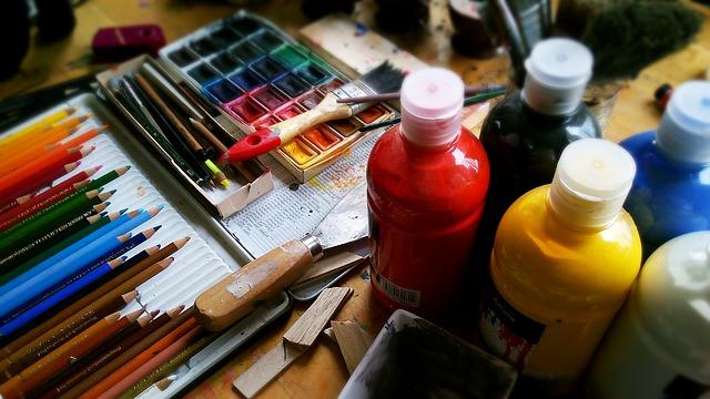 barvy a pastelky