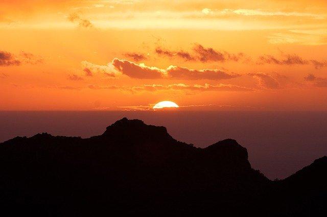 kanárské ostrovy a západ slunce